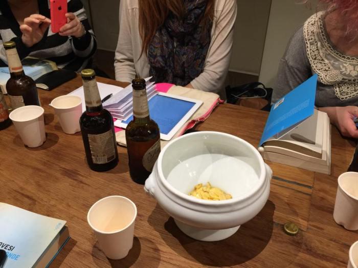 Birra, patatine, cartaceo e digitale...