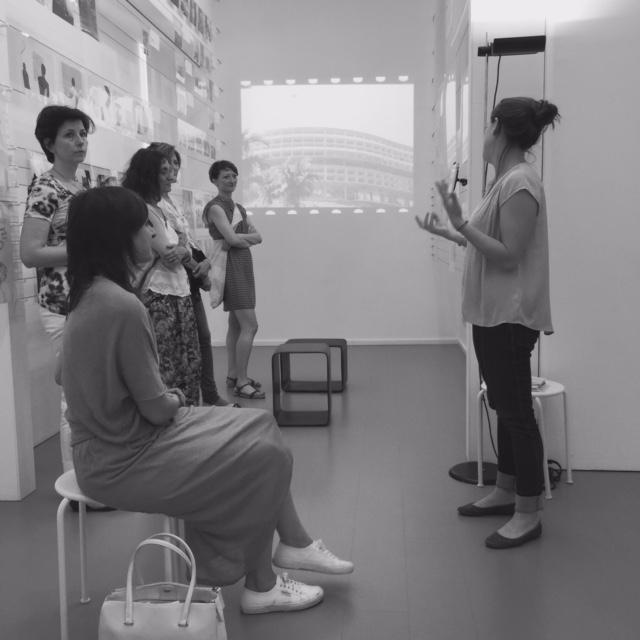 Un momento della visita alla Fondazione Studio Museo Vico Magistretti