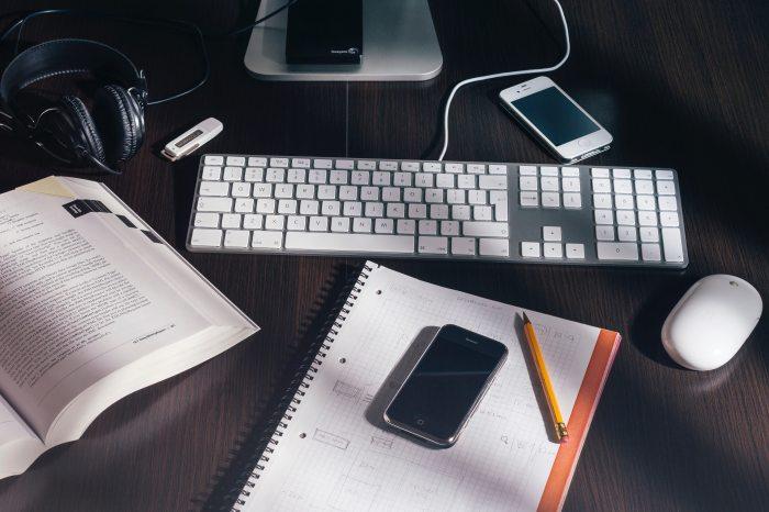 book-clutter-desk-73988